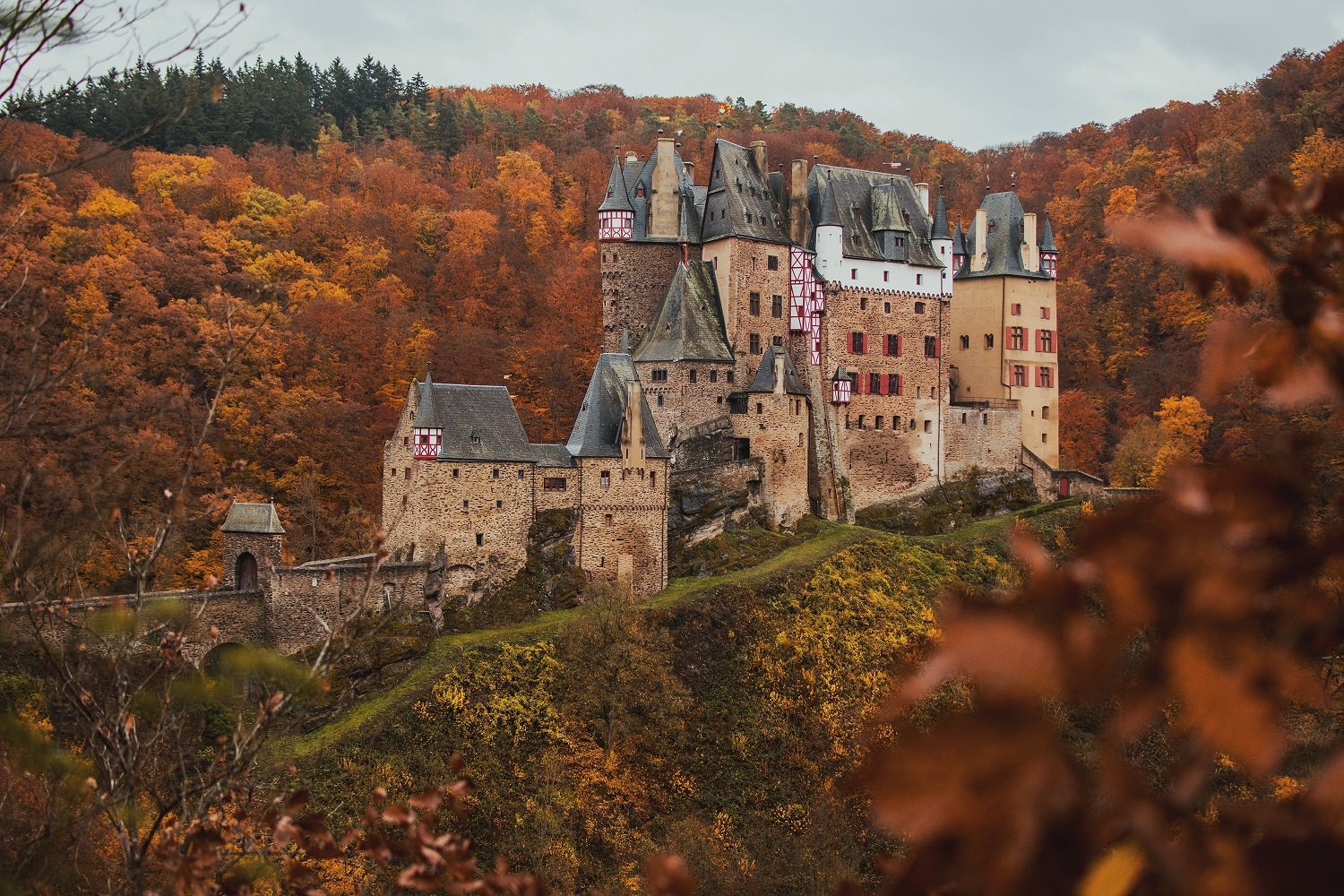 Autumnal scene with a castle